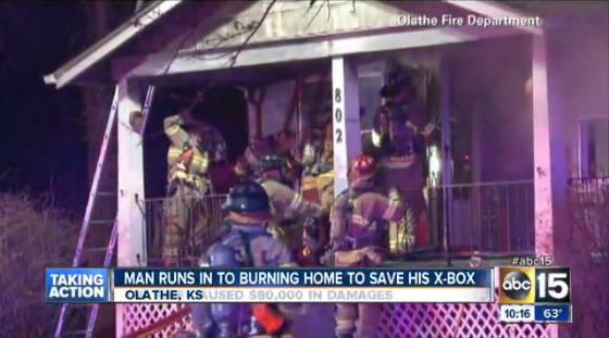 米アリゾナ在住の男性、炎上する自宅に飛び込みXboxを救出